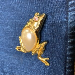 Jean Jacket Pin Frog Brooch Vintage